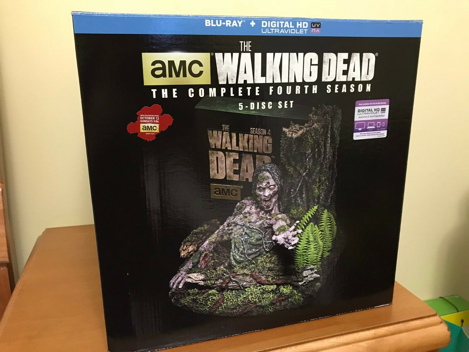 The Walking Dead Complete Season 4 Limited Edition Tree Walker