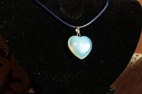 Ciondolo Pendente a forma di Cuore in pietra Naturale Opale Collana di Cuoio
