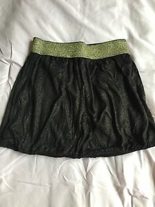 NWOT - Forever 21 black with gold sparkle bubble skirt. Size - Small