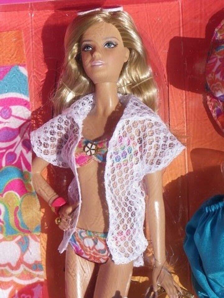 Barbie TRUK MALIBU by TRINA TRUK Barbie plage beach maillot 2012 Mattel X8259 poupée neuve d4afdf