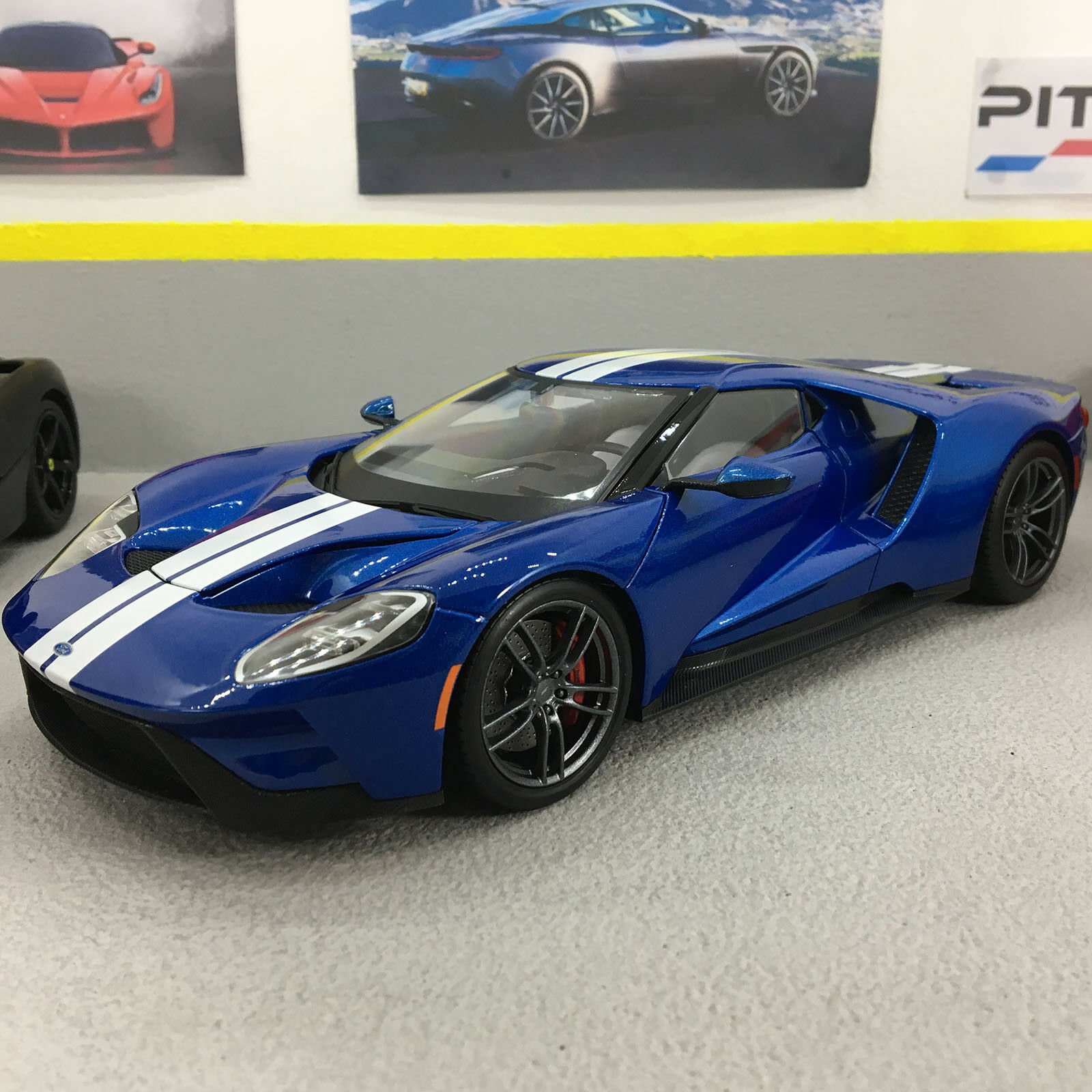 Ford GT 2017 V6 Twin Turbo 647BHP bluee 1 18 Scale Die-Cast Model Car