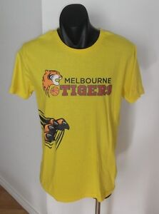 Melbourne-Tigers-NBL-Basketball-Men-039-s-T-Shirt-Size-XL-Signed-By-4-Players