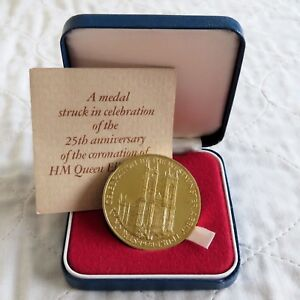 1978-QEII-CORONATION-44mm-HALLMARKED-GOLD-PLATED-SILVER-MEDAL-boxed-coa