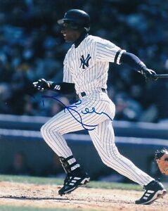 ROBERTO KELLY  NEW YORK YANKEES   ACTION SIGNED 8x10