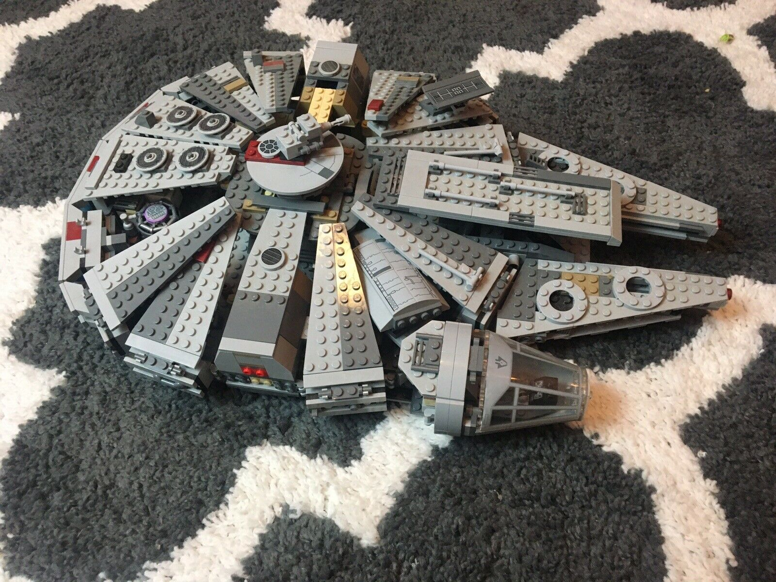 Lego star wars millennium falcon USED (COMES AS SEEN IN THE PICTURE)