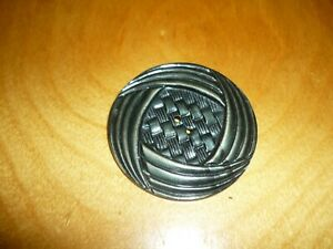 Vintage-X-Large-Green-Wafer-Celluloid-2-Hole-Button-Great-Detail-1-034-7-8-2984