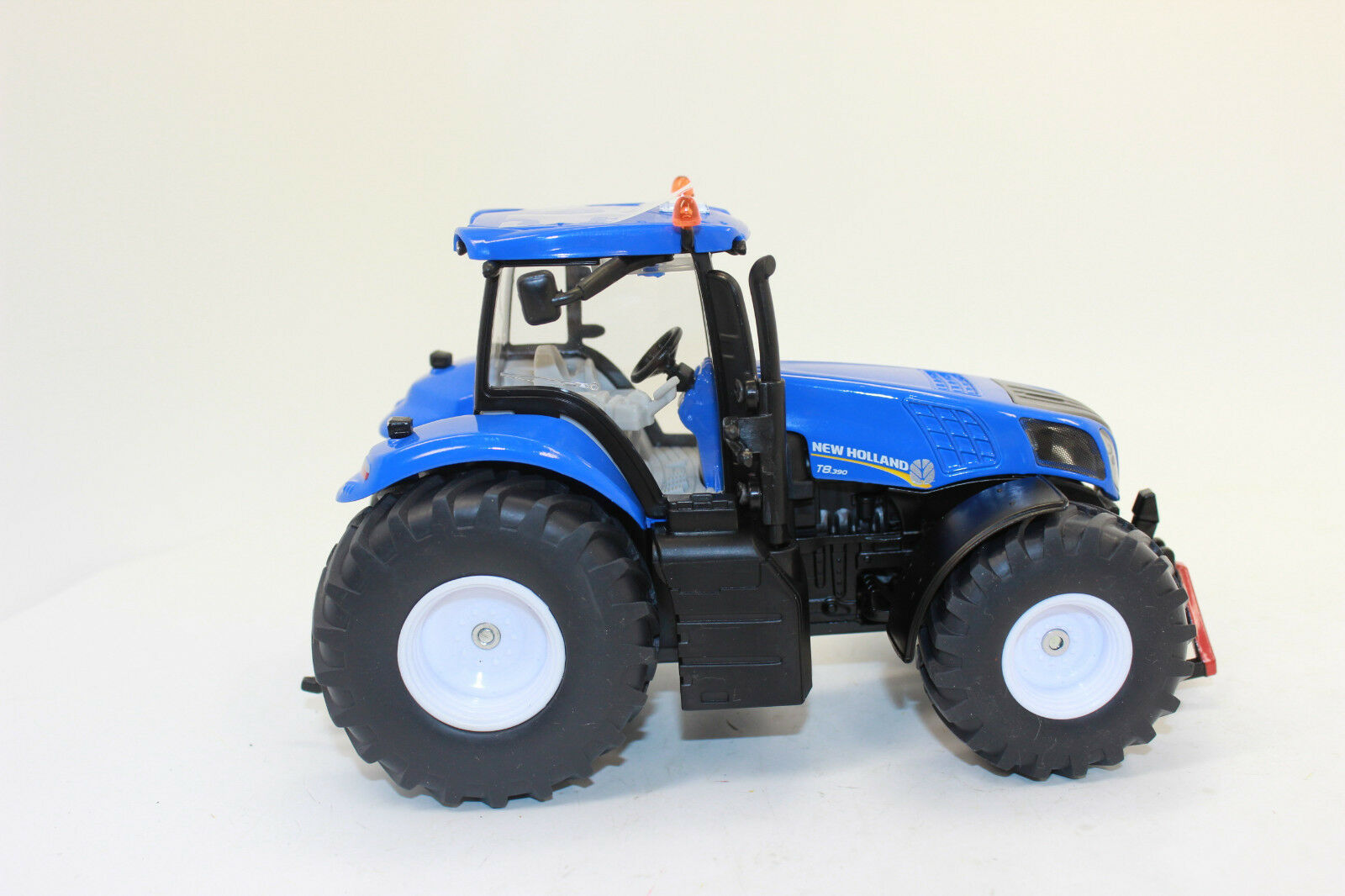 Siku 3273 New Holland Tractor T8 390 1 3 3 3 2 New Boxed d0a072
