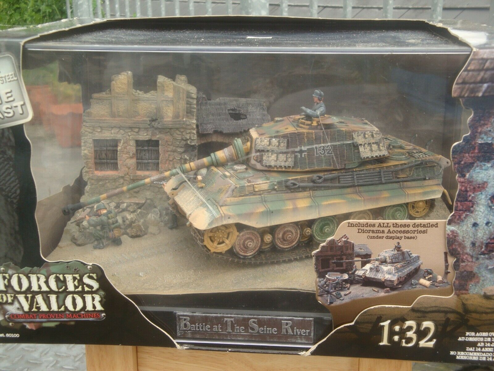 Forces Forces of Valor 80101, King Tiger + Diorama  Battle at The Seine River  1 32