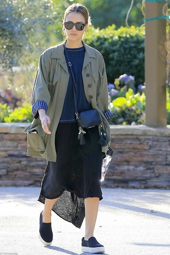 Vince Warren para mujeres Antideslizante Plataforma Antideslizante mujeres en tenis zapatos satén azul profundo Nuevo en Caja. 563107
