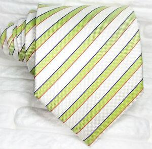 Cravatta-seta-Italia-Regimental-bianco-verde-business-casual-righe-formale