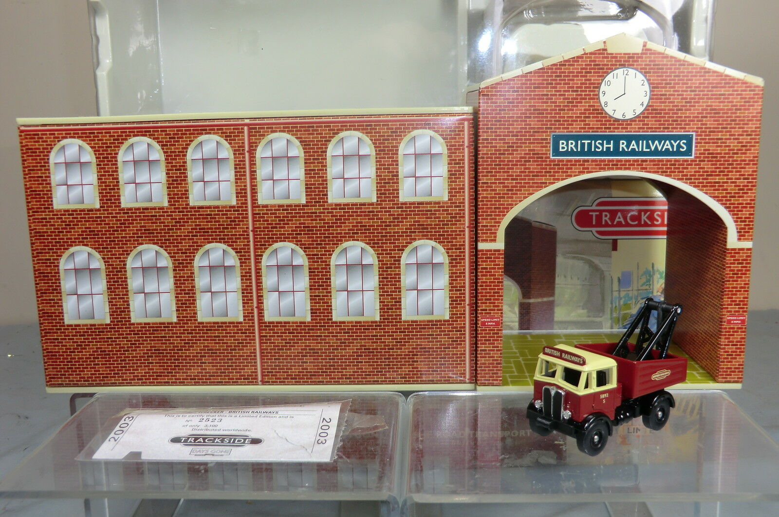 LLEDO No.BR 2002 2 PIECE TIN-PLATE RAILWAY DEPOT LIMITED EDITION    VN  MIB