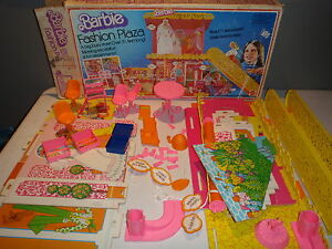 Vintage Barbie's Fashion Plaza 9525 with Orginal Box 1975 Incomplete