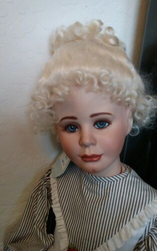 """Honey blonde Great Color Doll Wig,Stobe 12-13/"""" For A Doll With A Large Head"""