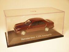 """Mercedes W 210 """"E Klasse"""" 320 AVANTGARDE in rot roja red metallic, Herpa 1:43!"""