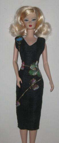 Handmade ooak Nero Abito in seta ricamata per adattarsi SILKSTONE Barbie Doll