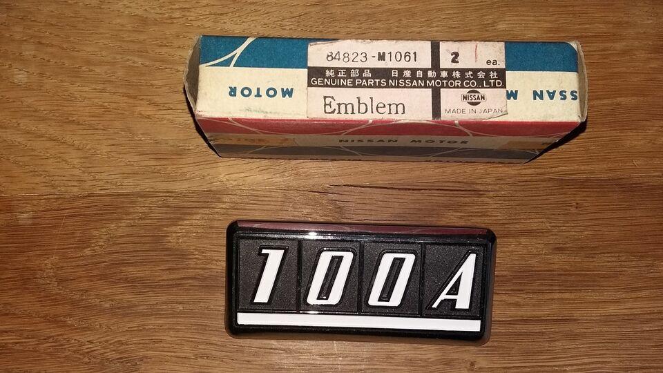 Emblem, Datsun 100A