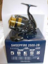 DAIWA SWEEPFIRE SWF2500-2B Spinning Fishing Reel 6/8/10lb Line MEDIUM