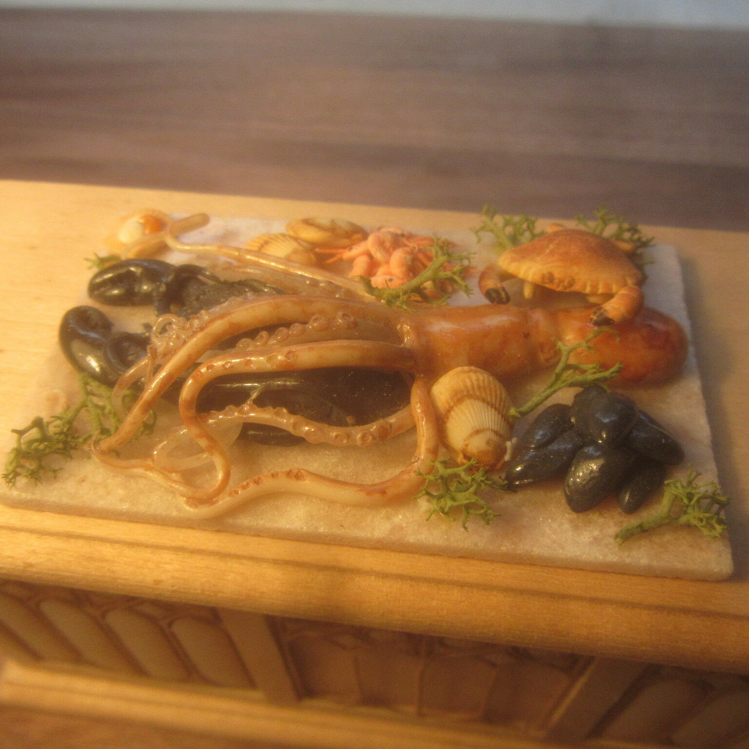 1 12 scale Dolls House   Display of Fish on a Slab    British made    DHD1818