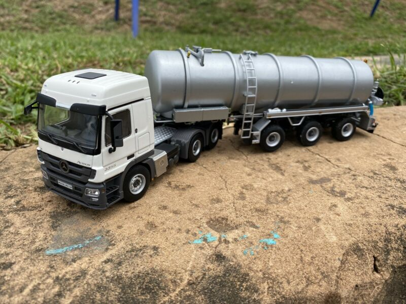Diecast model Mercedes Actros 1:50 scale