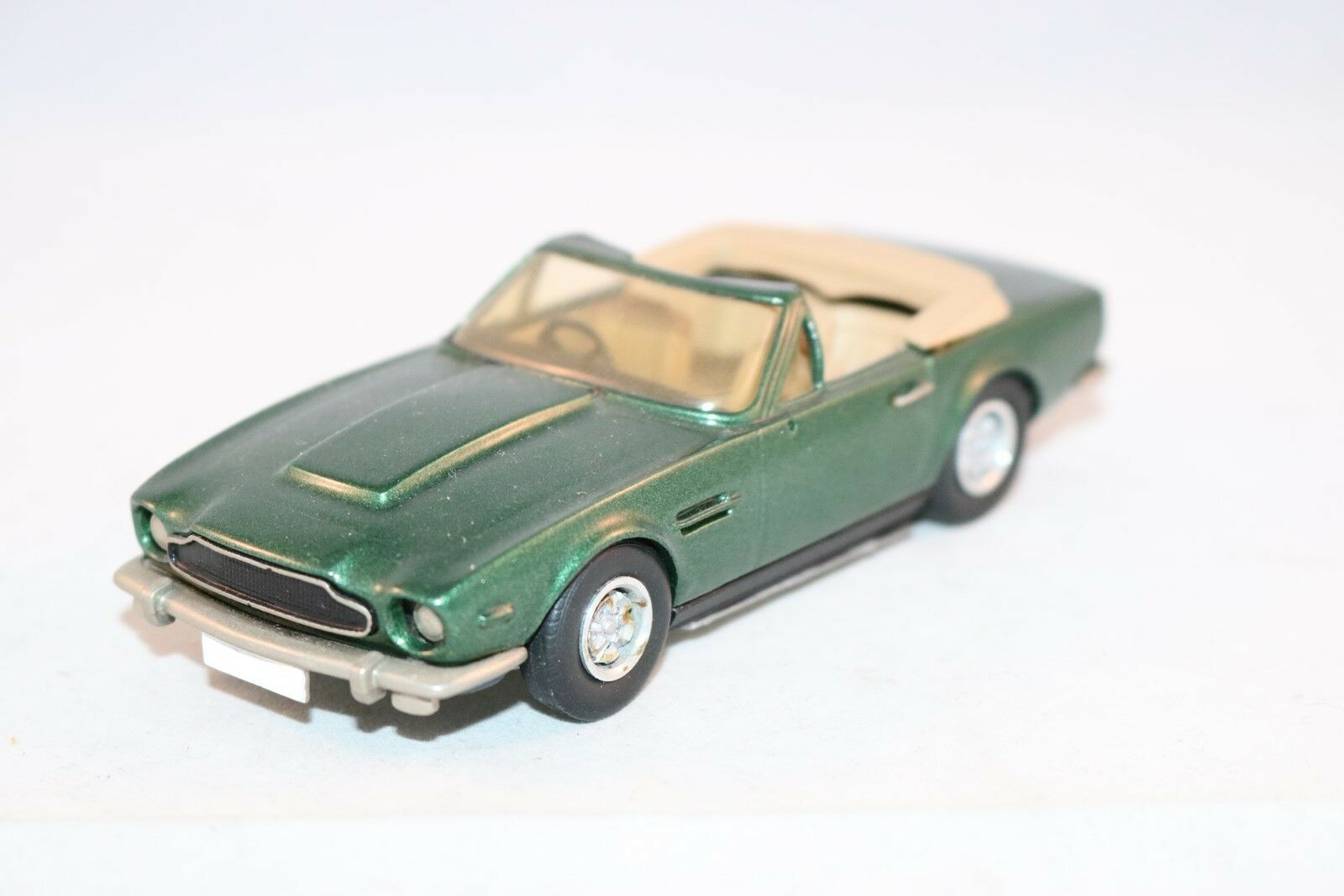 Western Models Aston Martin V8  in mint condition in 1 43
