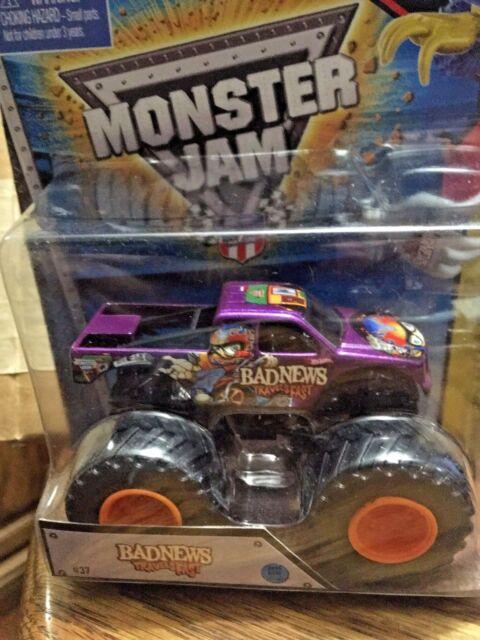 BAD NEWS TRAVELS FAST #37 2015 Hot Wheels MONSTER JAM PURPLE W/BATTLE SLAMMER