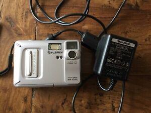 Fujifilm-MX-1200-Digital-Camera-Silver-COLLECTORS-CAMERA-MERORY-CARD-CHARGER