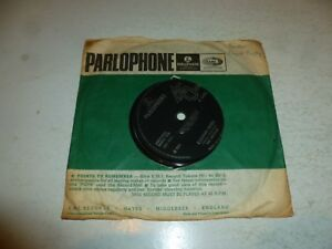 THE-BEATLES-Yellow-Submarine-1966-UK-solid-centre-first-issue-7-034-vinyl-single