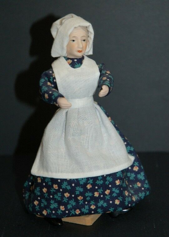 1 12th Scale Maid in Navy Floral Kleid  Outfit Handcrafted By Esther Cairns