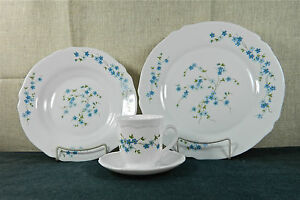 16-PIECE (4 PLACE SETTINGS) ARCOPAL, FRANCE \