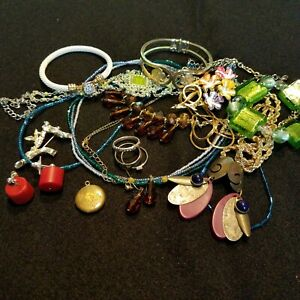 Vintage-To-Now-Wearable-Treasures-Mixed-Fashion-Jewelry-Lot-Resell-15-Piece-11M