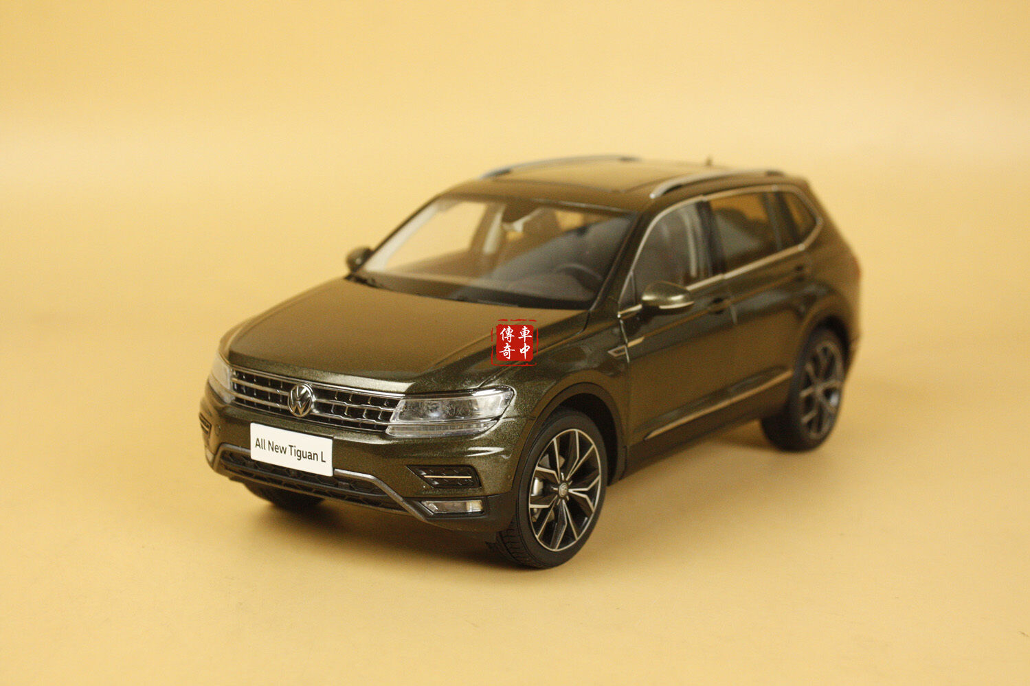 1 18 2017 Volkswagen All new Tiguan L brown color diecast model + gift