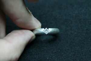 18CT-WHITE-GOLD-RING-WITH-NATURAL-PRINCESS-CUT-DIAMONDS-0-26CT-RRP-1850