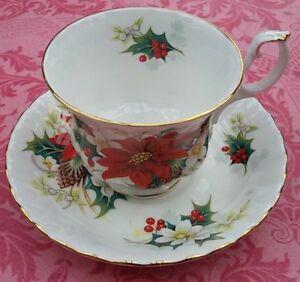tasse-a-the-porcelaine-anglaise-Royal-Albert-034-Poinsettia-034