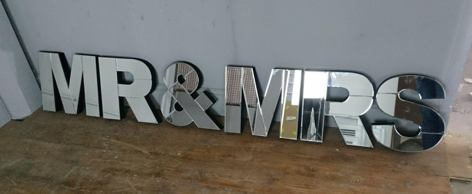 Contemporary mirrorrouge baignoir Hung 3D Mr & Mrs Lettres Mariage Chambre à coucher