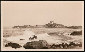 YORK-BEACH-ME-MAINE-Nubble-Island-Light-House-Vintage-RPPC-Postcard-Old-Photo