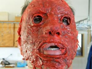 HALLOWEEN-HORROR-MOVIE-PROP-Bloody-Skinned-Face-Mask