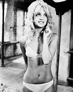 GOLDIE-HAWN-BUTTERFLIES-ARE-FREE-BIKINI-B-W-8X10-PHOTO