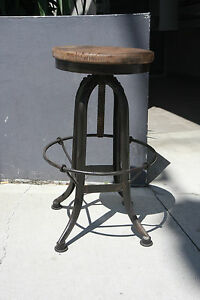 NEW-Vintage-Industrial-Stool-Metal-Base-With-Timber-Top