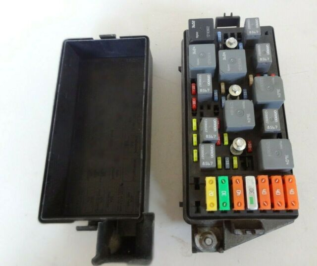 saturn relay fuse box 06 07 saturn vue 4 cyl engine fuse box oem 15796348 ad oem for  06 07 saturn vue 4 cyl engine fuse box