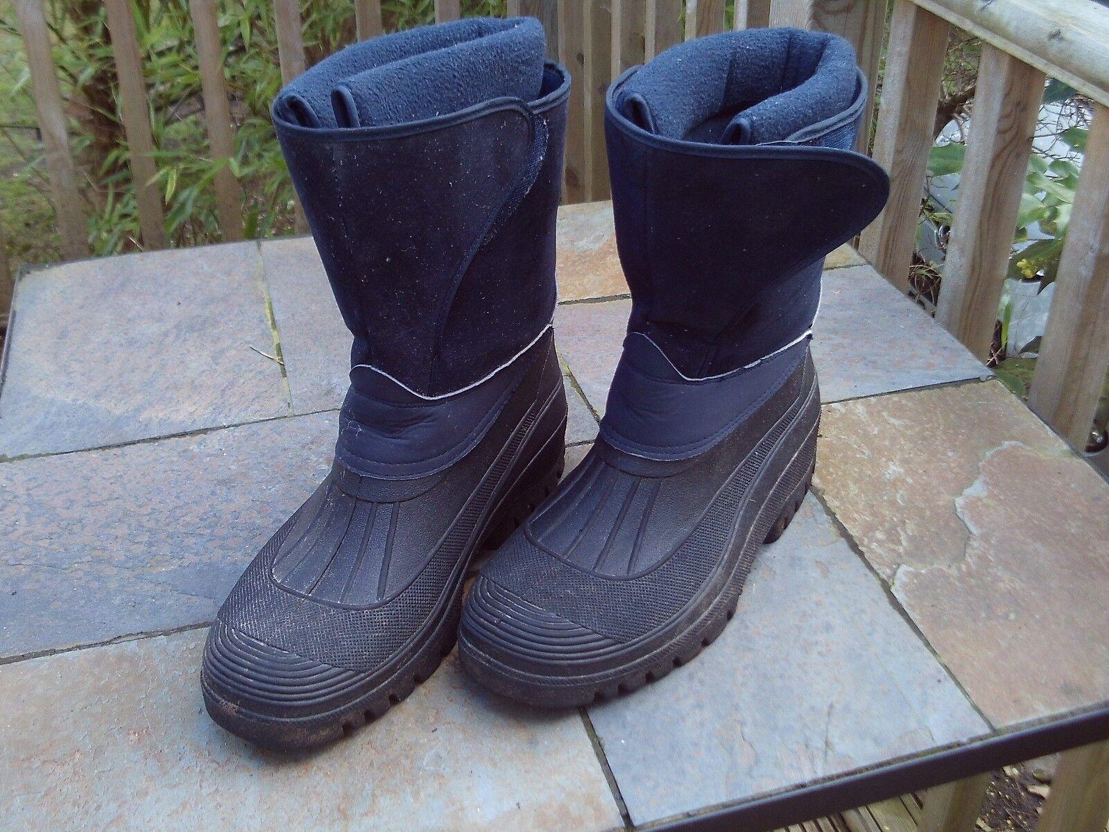 Mens dark bluee waterproof boots with fleecy lining - size 9