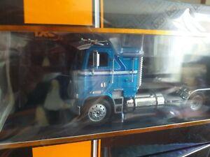 FREIGHTLINER-Fla-Bleu-1993-camion-tracteur-1-43-ixo