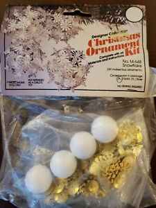 Vintage-THL-Crafts-SNOWFLAKE-Gold-Sequin-Bead-Christmas-Ornament-Kit-Makes-4