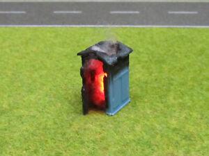 Baustellen-Toilette-Chemie-Klo-Brennend-H0-1-87-12V-LED-Feuer-Feuerwehr-Einsatz