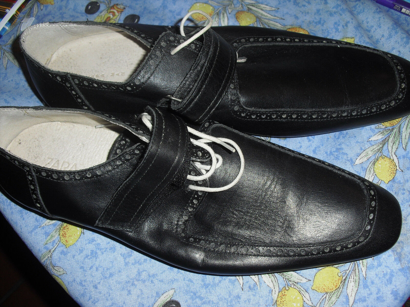 Superschicke schwarze weißen Lederschuhe Gr 45 mit weißen schwarze Schnürsenkeln, neu! 5b56cc