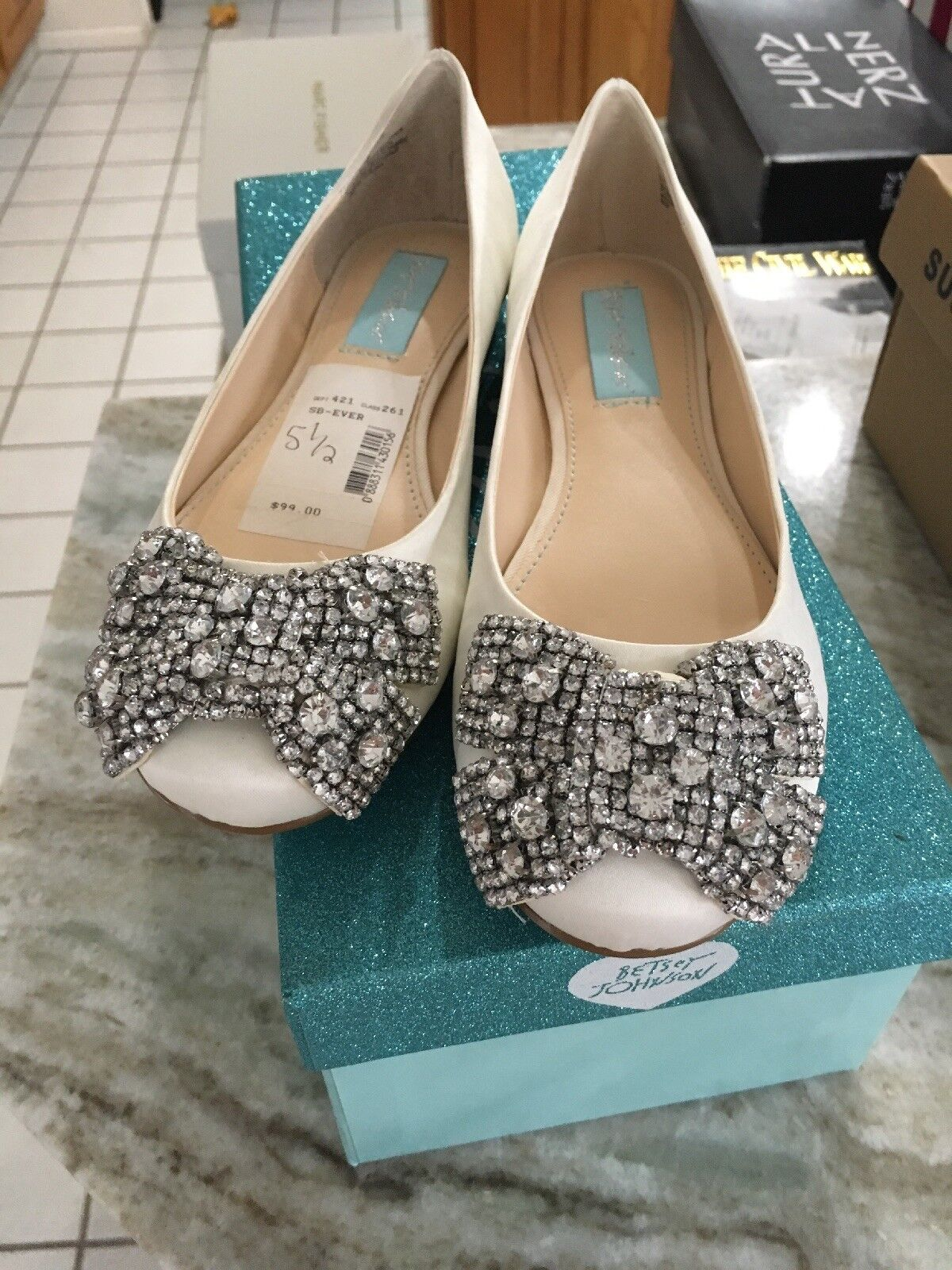 Blue by Betsey Johnson Donna Sb-Ever IvorySatin Ballet Flats Size 5.5