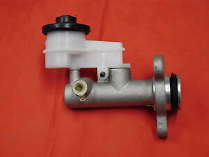 TOYOTA-LANDCRUISER-78-79-SERIES-NEW-CLUTCH-MASTER-CYLINDER-WITH-BOOSTER-TYPE