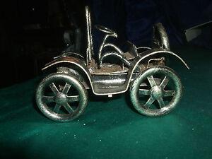 altes-Standmodell-Metall-Auto-Oldtimer-Metallkunst-Kuenstler-handgefertigt