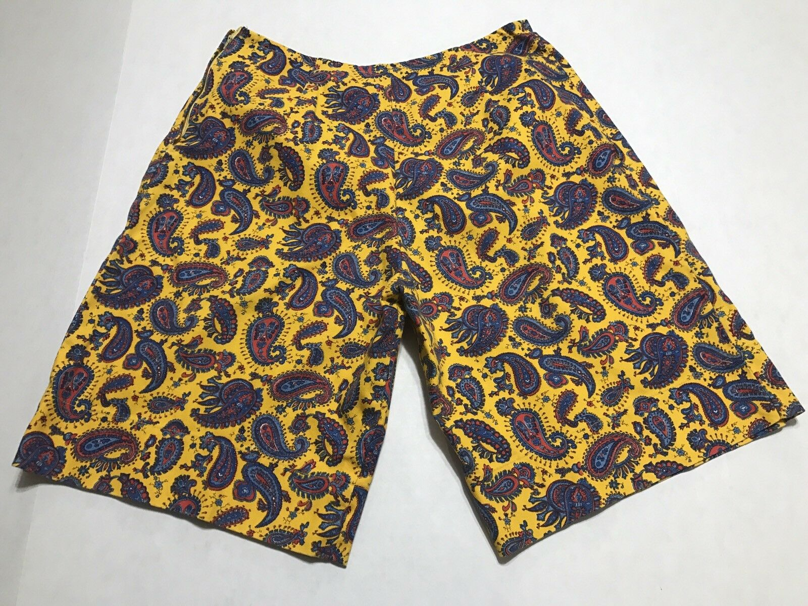 Vintage 70s 80s Women's All Over Paisley Print Zip Shorts Size M