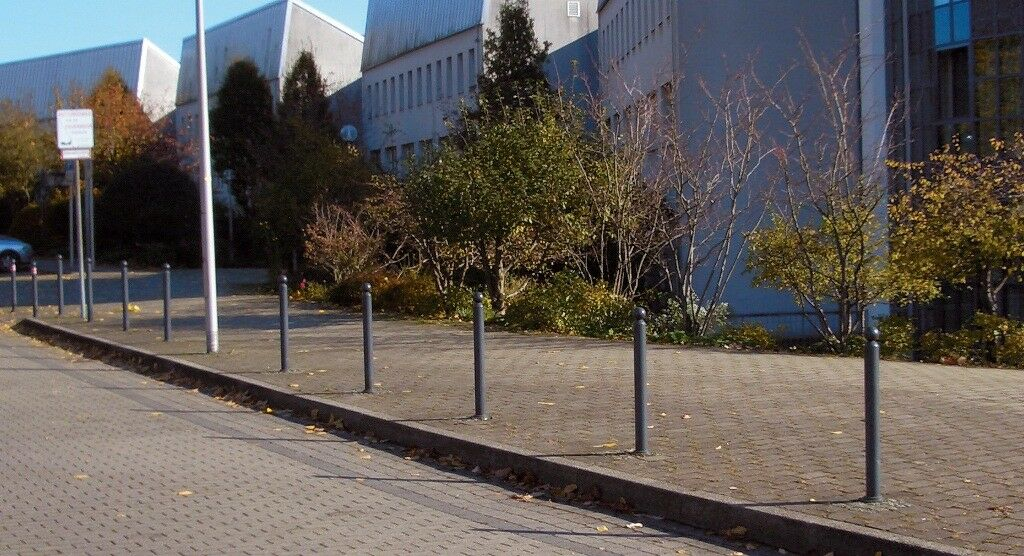 Stilpfosten mit Bodenhülse zum betonieren kippbar Zylinderschloss Absperrpfosten