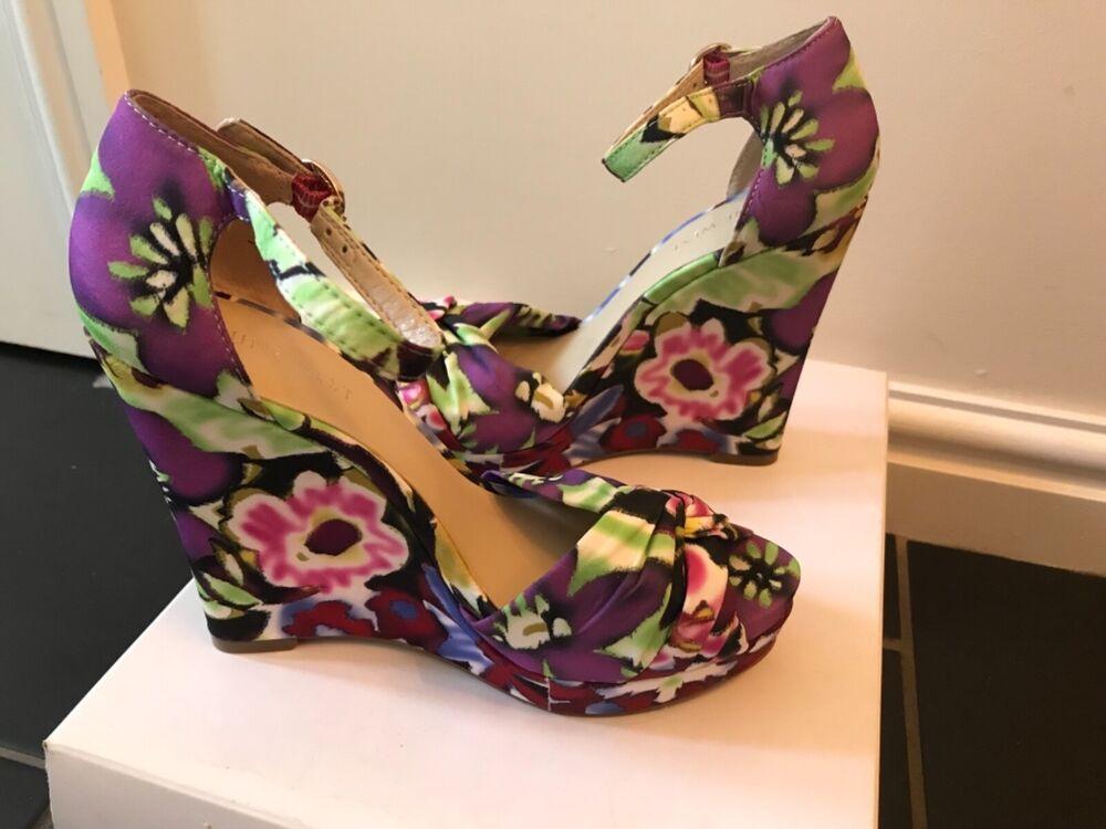 * Entièrement Neuf Dans Sa Boîte * £ 105 Nine West Vert Violet Noir Tissu Rose Semelle Compensee Sandales Uk 4
